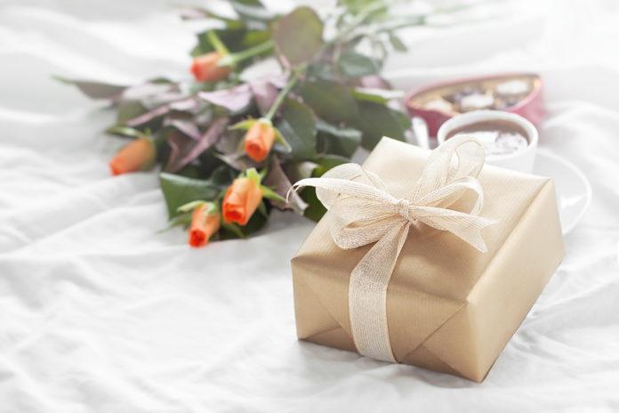 4 года брака - какая свадьба и что дарить