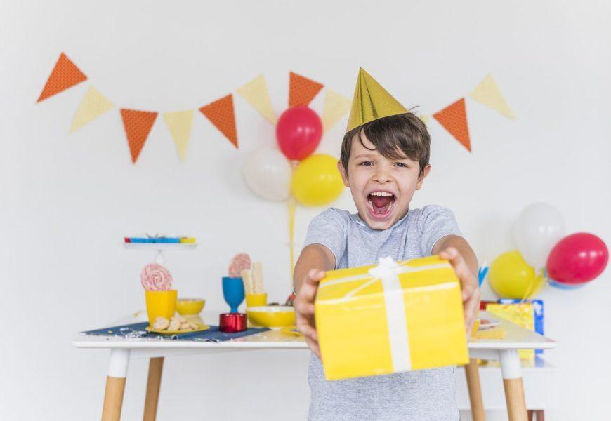 что подарить на 8 лет мальчику на день рождения