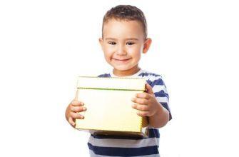 что подарить ребенку на 3 года мальчику на день рождения