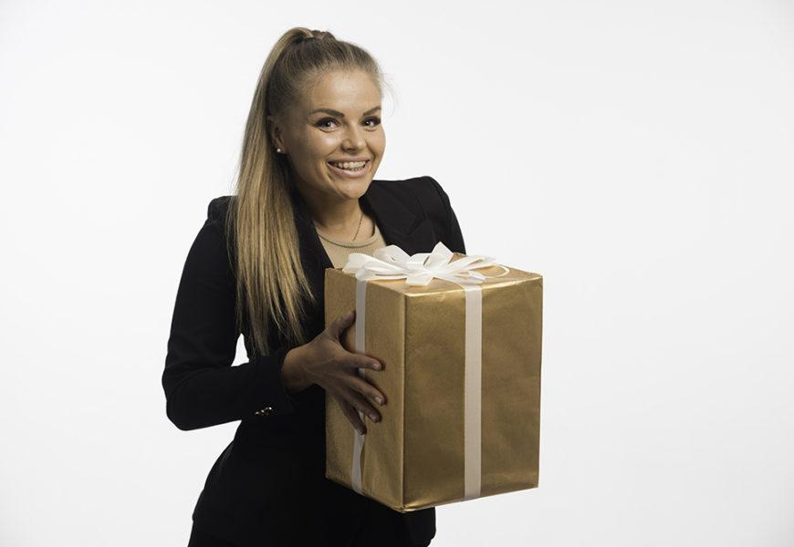 что подарить женщине начальнику